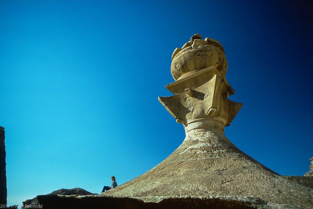 Petra Kloster - auf der Urne