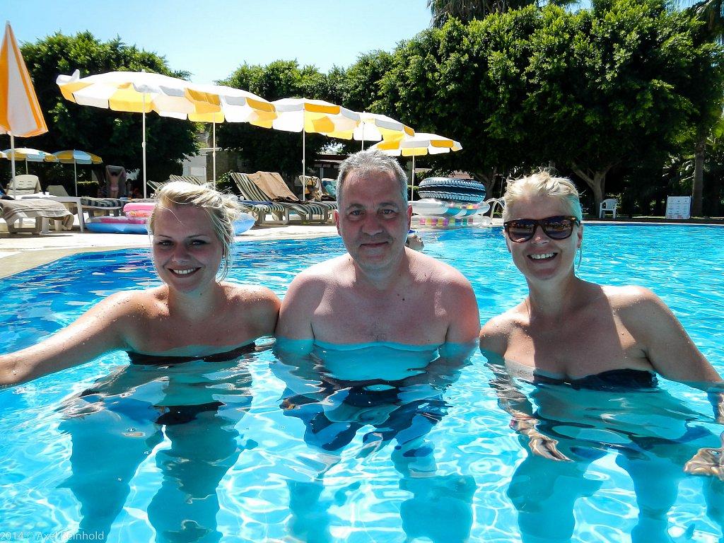 drei im Pool